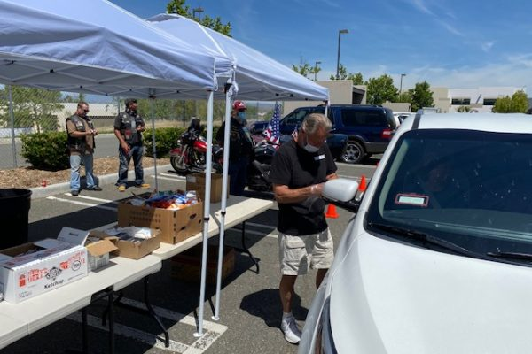 Dave Narvell, Santa Clarita Veteran Mentor serves FREE Hot Dog Lunches to the Cavette family.